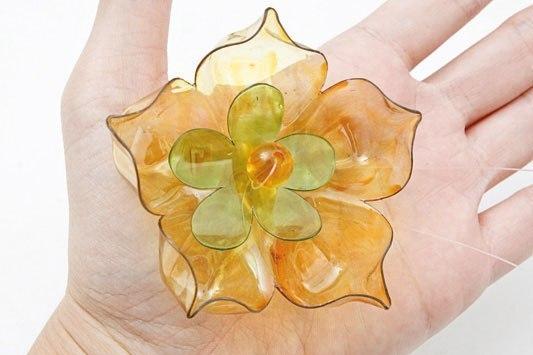 Цветок из пластиковой бутылки.