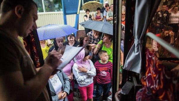 Дети из Славянска, пересекавшие пешком российско-украинскую границу в Ростовской области, прибыли в Крым