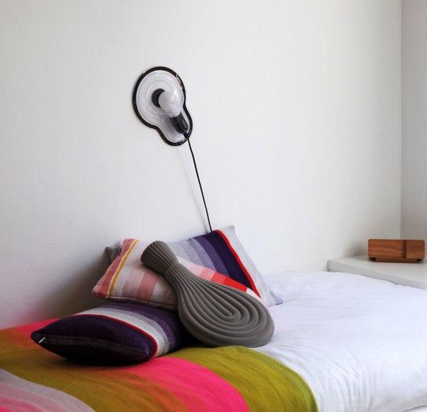 Бьюти-отдел рекомендует: за полчаса до сна закиньте в кровать грелку. Дизайнер Венди Легро как раз для таких случаев придумала красивую и функциональную грелку Too beautiful to hide.