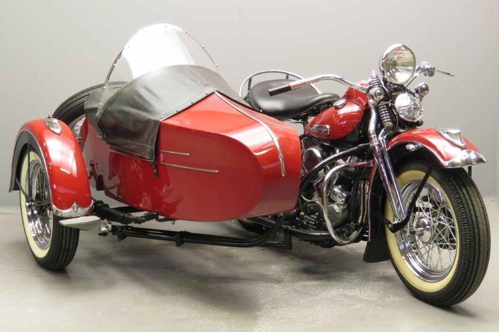 Старинный мотоцикл Harley-Davidson Model F Panhead 1948 с коляской