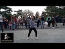 Зажигательный танец на улице Девочка танцует под Шакиру Toca Toca