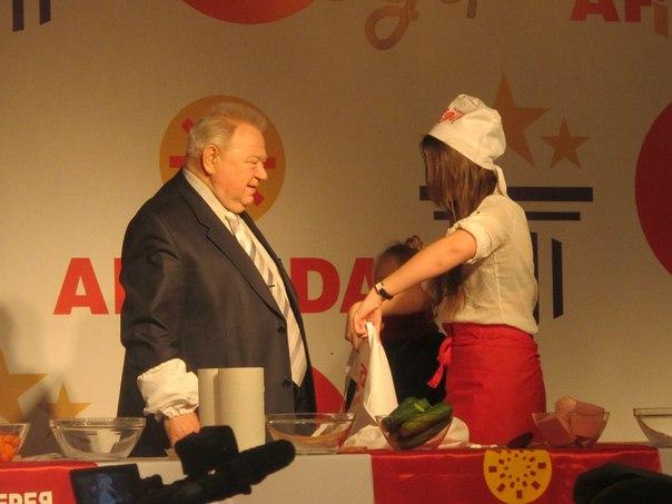 В Оренбурге установлен мировой рекорд салата оливье - Страница 2 QZIx1e_i5aU