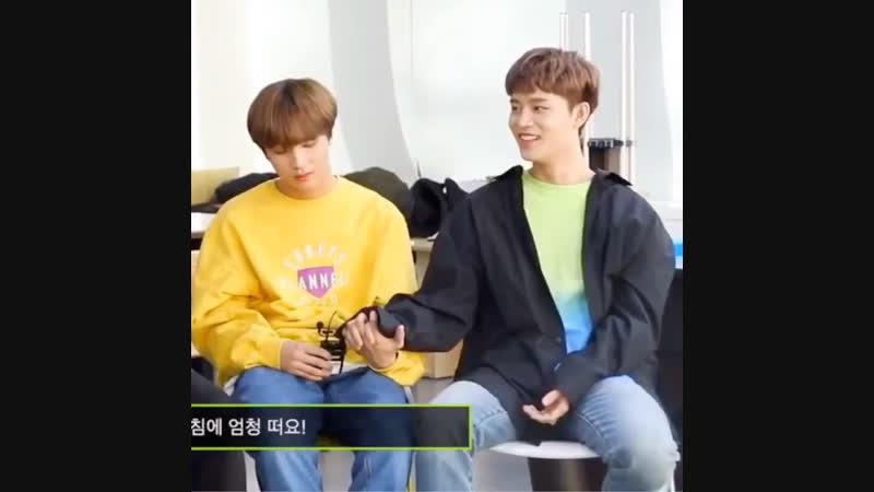 Hyuck kissing taeil's hand