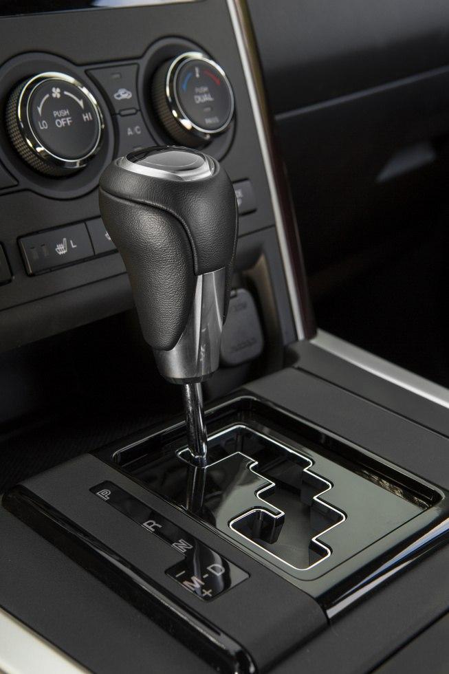 Унылая рукоять в Mazda CX-9 2013.