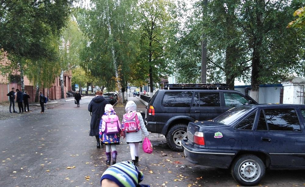 В Брянске родители школы №41 опасаются за безопасность детей