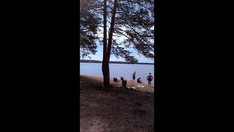 У сестренки на озере