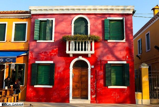 красочный остров Бурано, Италия