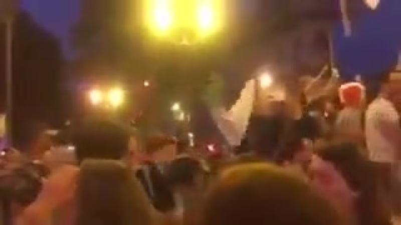 Ils se font taper par des supporters français pour avoir sorti le drapeau algérien lors de la victoire de l'équipe de France