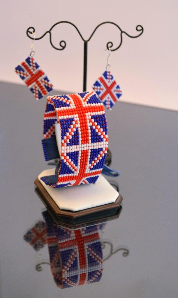 (с британским флагом).