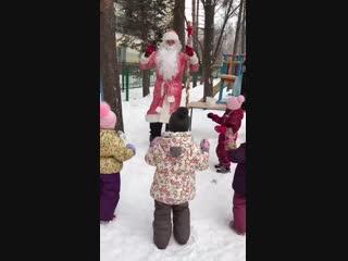 Дед Мороз и Снегурочка planetacom.ru