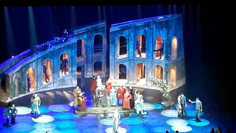 мюзикл Жерара Пресгюрвика Romeo et Juliette песня Les rois du monde