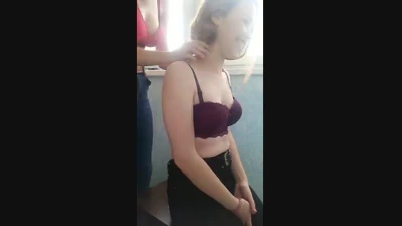 Молодую блонду долбят на кухонном столе и кончают внутрь amateur xxx homemade мамки milf домашнее porn порно любительское