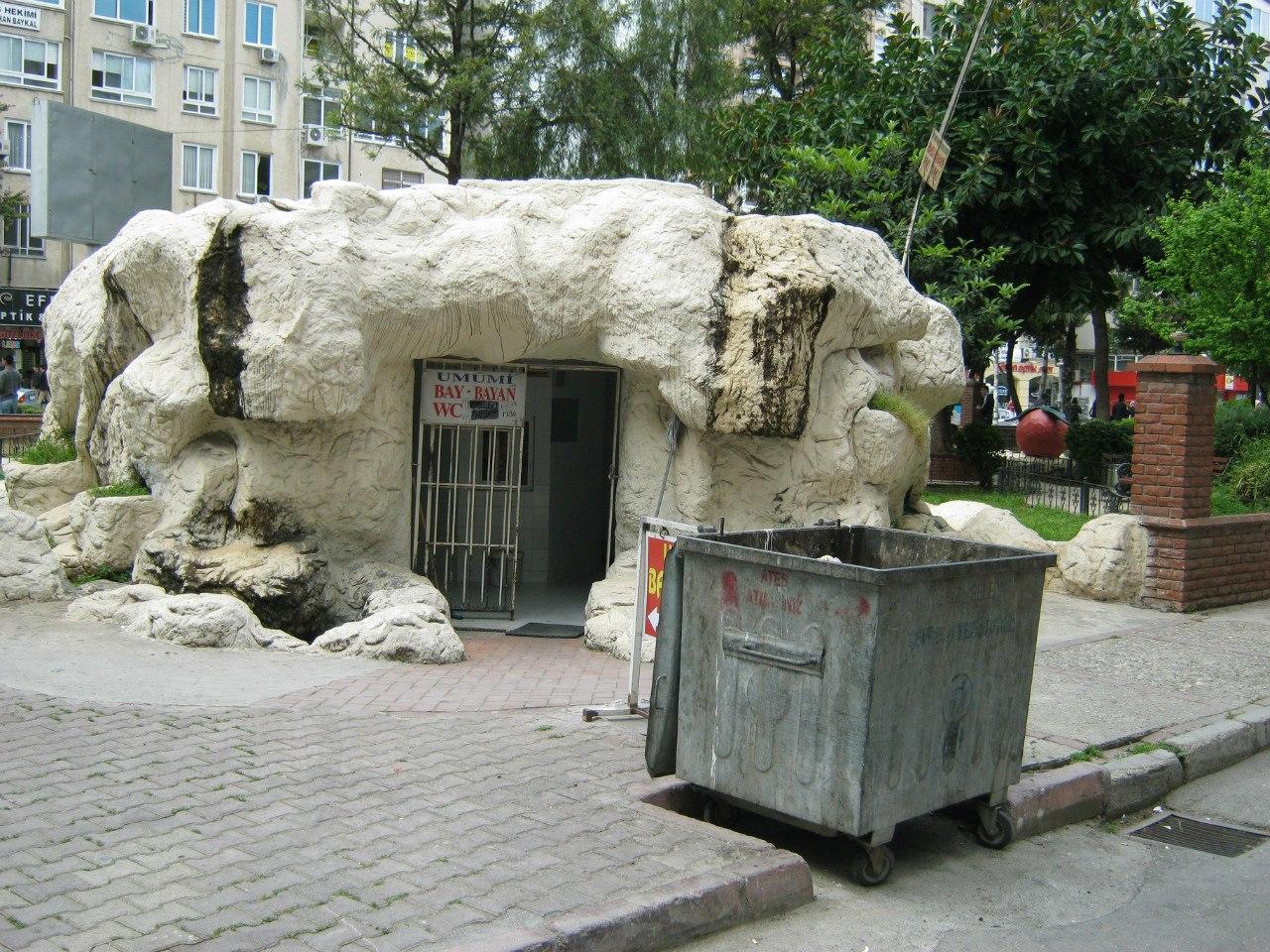 общественный туалет пещерного типа