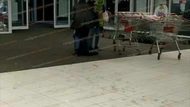 Избила сына в супермаркете