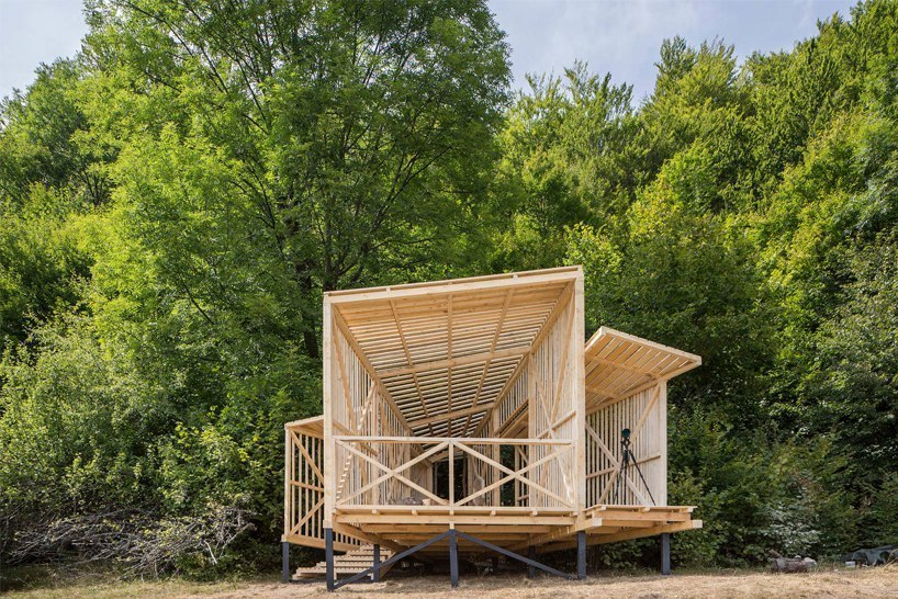 camposaz develops wooden observatory in the southern carpathians for wildlife viewing