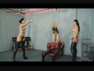 Two mistresses bastinado a slave-2