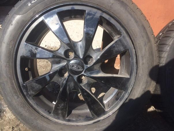 Продаются почти новые колёса. Есть резина и штампы. 89324794348.