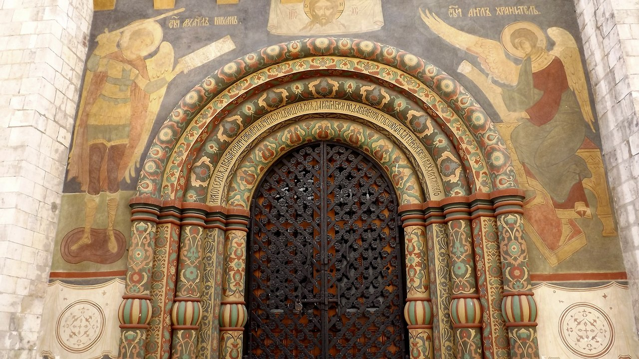 Северный вход в Успенский собор. Источник фото: Н. Андреев, 2014.