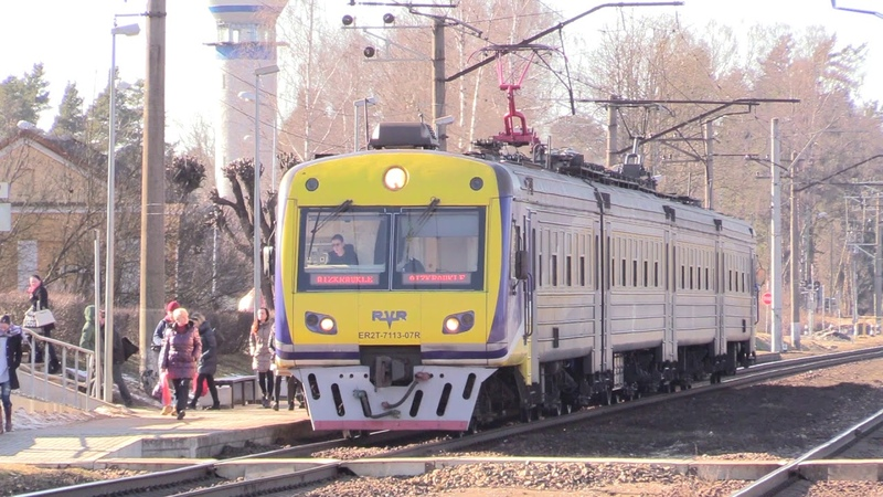 Электропоезд ЭР2Т-7113/7114 на о.п. Икшкиле / ER2T-7113/7114 EMU at Ikškile stop