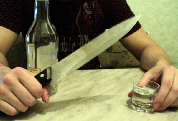 Пьяная женщина вонзила нож вгрудь сыну вСтерлитамакском районе