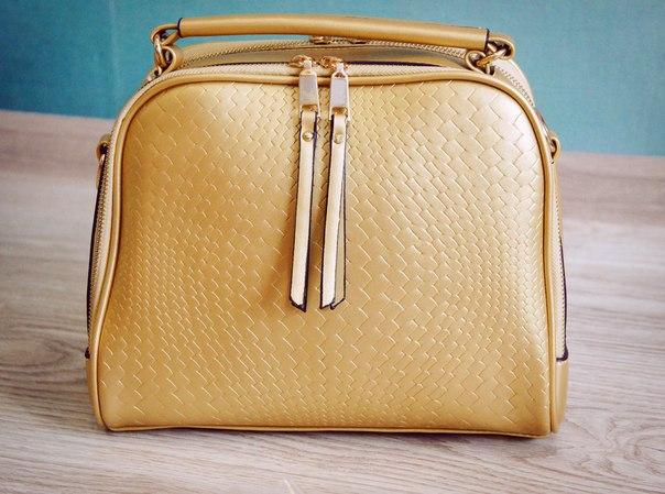 Первоапрельский пост про замечательную сумочку золотого цвета. Доставка длилась всего