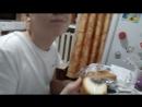 мой брат есть хлеб со сгущенкой