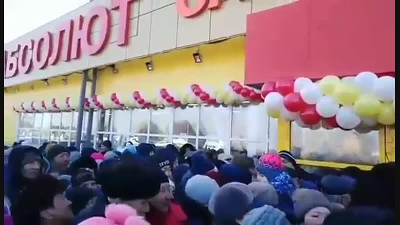 Www.baikal-daily.ru/news/20/356295/✨В пригороде Улан-Удэ покупатели устроили давку из-за бесплатной колбасы и чая