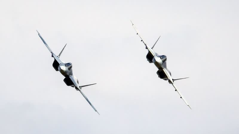 Уникальная съемка полета новейших Су-57 — кадры с рампы Ан-12.mp4.mp4