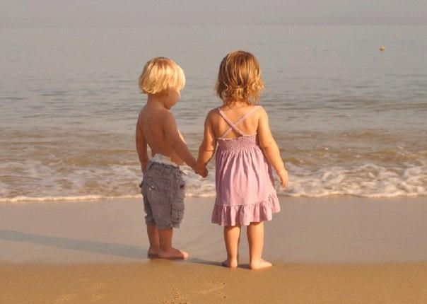 """""""Самое богатое наследство, которое родители могут оставить детям, это счастливое детство, с нежными воспоминаниями об отце и матери""""."""