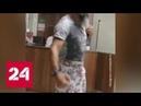 В юбке поневоле мужчине запретили пройти в шортах в администрацию Железногорска Россия 24