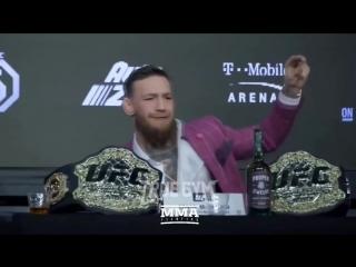 Конор Макгрегор корчит рожу / лицо на пресс-конференции UFC229