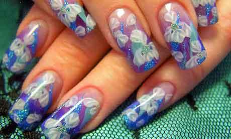 Акрил используется для декорирования ногтей при помощи лепки. Благодаря пластичности некоторых веществ удается создать рельефные фигуры и ...