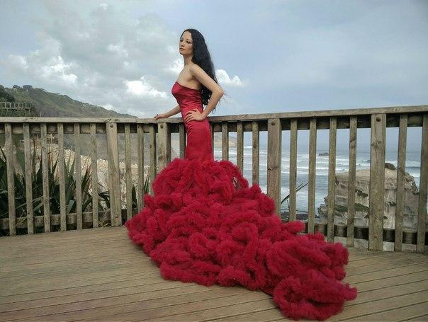 Мне нравятся длинные, пышные платья. В основном я их использую