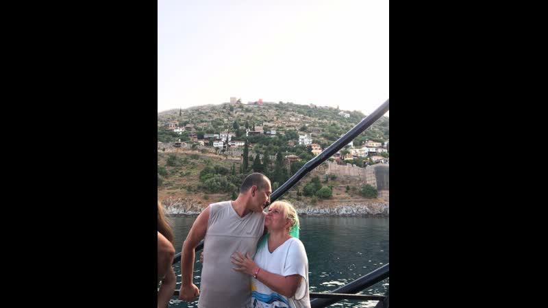 Константин прыгает с корабля в Средиземное море.Лара Халина