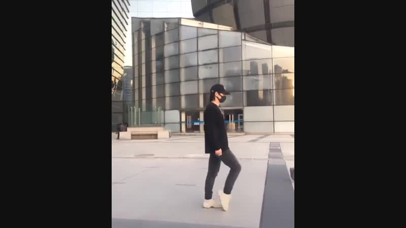 This cleanest moonwalk I've ever seen