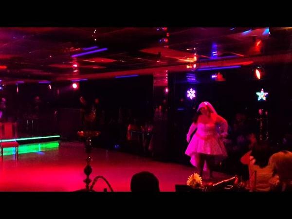Невеста показала стриптиз в ночном клубе пышка невеста