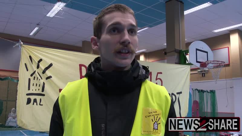 Yellow Vests occupy government building turn it into homeless