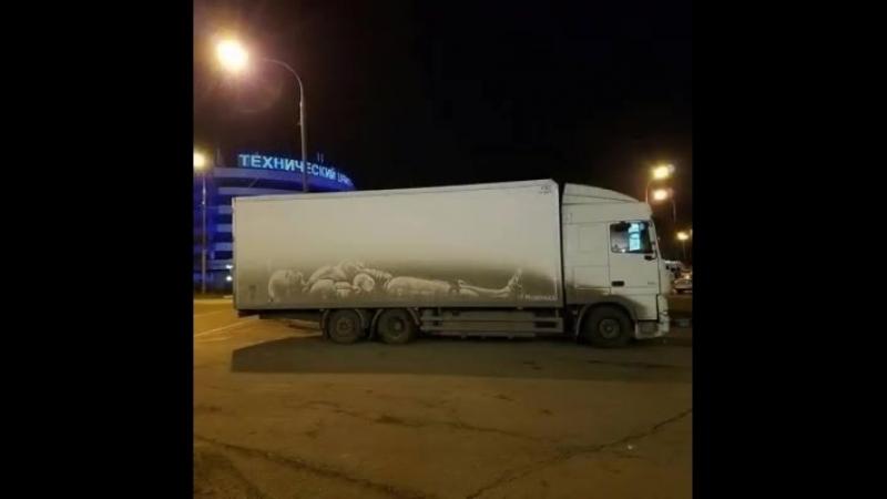 Это Питер детка Грязные грузовики как произведения искусства Художник Никита Голубев