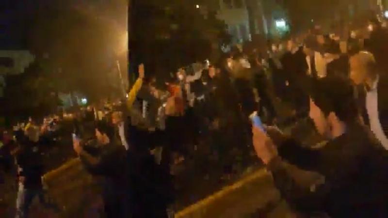 Шираз, тысячи митингующих кричат Смерть Хаменеи