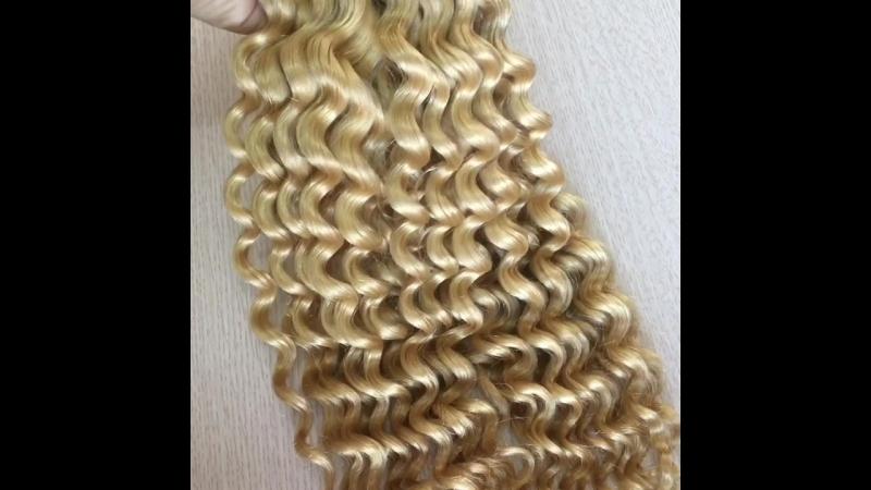 Color hair, loose curly hair, blonde