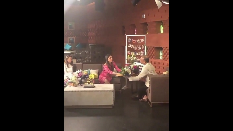 Heres a glimpse into Kareena and Amrita Aroras interview with @KomalNahta
