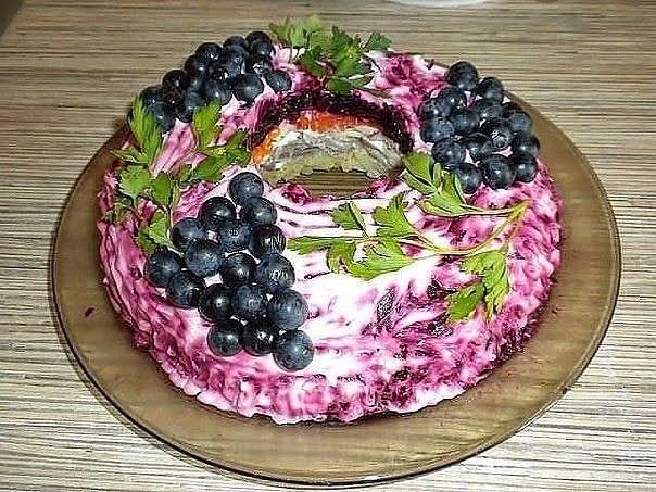 """Салат """"Черная гроздь"""" Слоенный салат-торт из мяса, грибов,"""