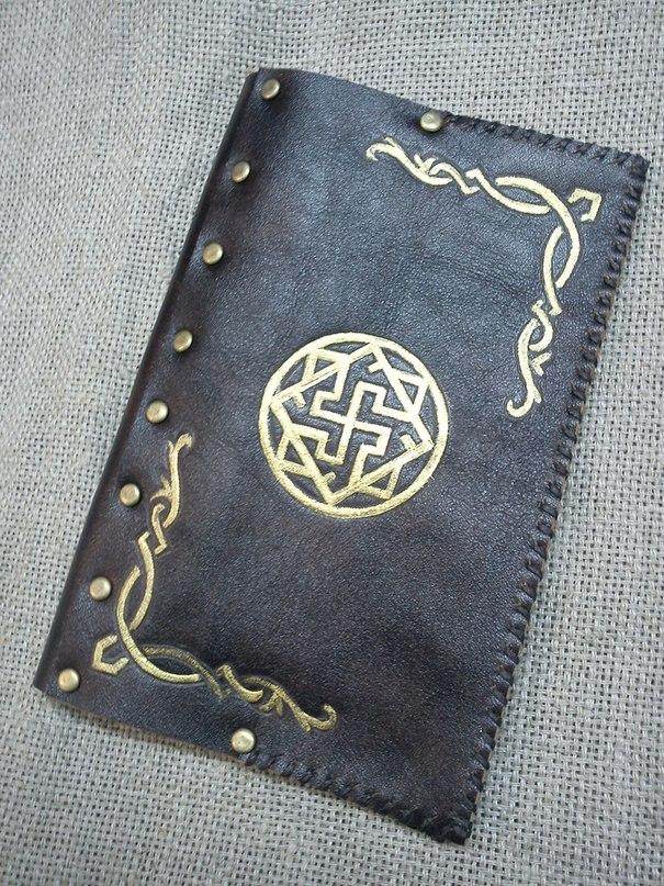 Материал. кожа.  Валькирия - Древний Оберег, охраняющий Мудрость, Справедливость, Благородство и Честь.