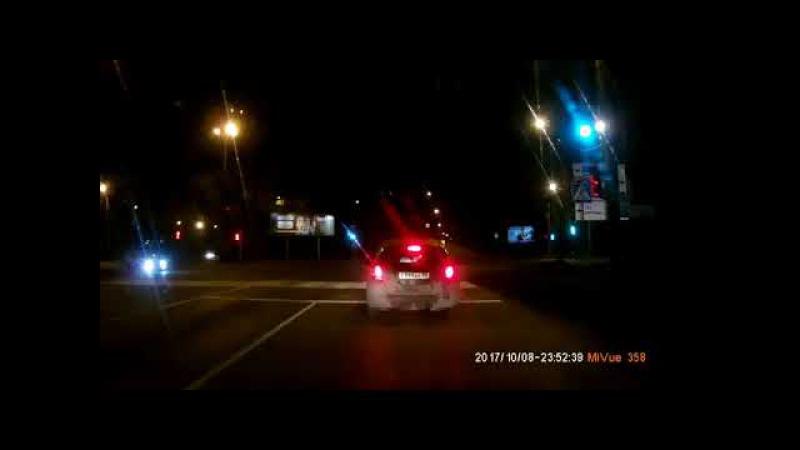Момент аварии на ул. Лукашевича (08.10.2017)