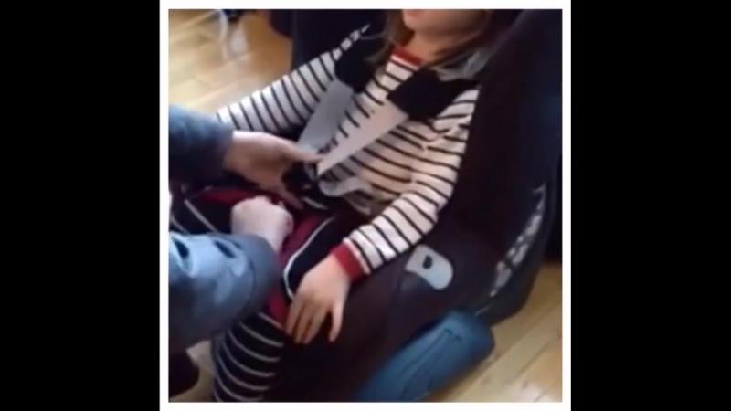 Возить ребенка в куртке в автокресле опасно