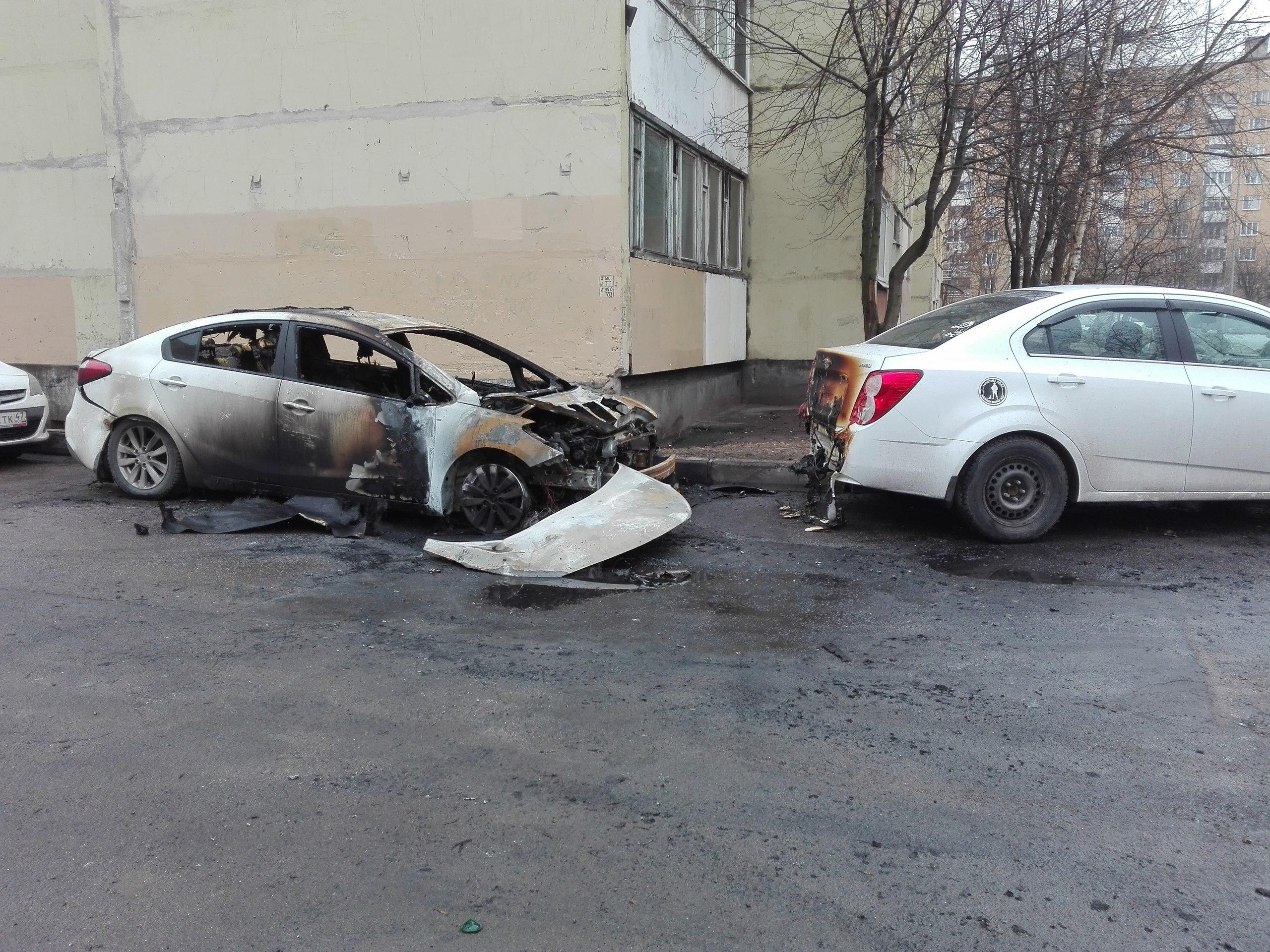 Напроспекте Ударников горела иностранная машина — Петербург