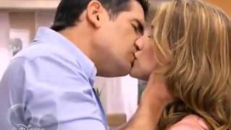 Violetta: Germán besa a Angie (en ruso)/Виолетта: Герман поцеловал Анджи (на русском).