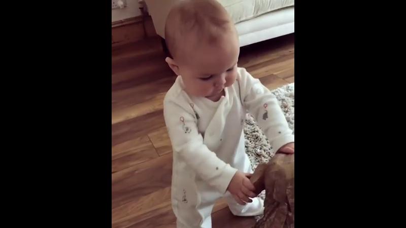 Yetenekli komik minik bebekler