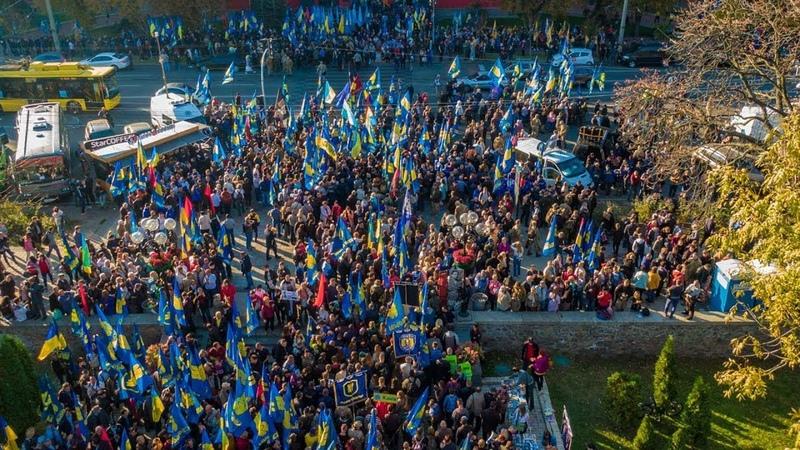 Марш УПА погрузил Киев в дым, взрывы и огни файеров фото и видео с высоты