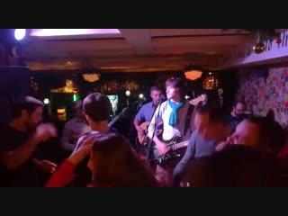 Porto Moris - Fender, Converse & Cadillac